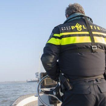 agent-op-schip-waterpolitie-politienl.jpg