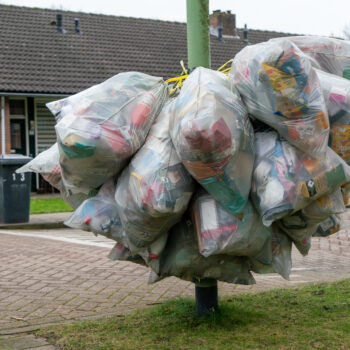 Afvalzakken-plastic-gemeente-Altena-SandervanStrien.jpg