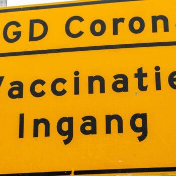 Corona1-LangedijkBreda-Vaccinatiestraat-SandervanStrien-scaled.jpg